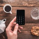 音声通話+テザリング対応の薄型ケータイ「NichePhone-S」がAmazonタイムセールに