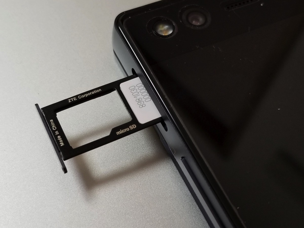 ドコモ以外のSIMカードを挿してSIMロック解除コードを入力する