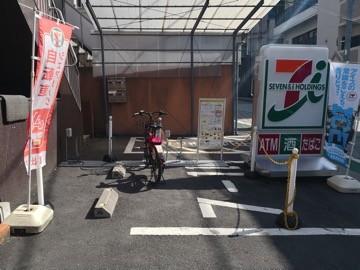 D2-04.セブン-イレブン 新宿築地町店