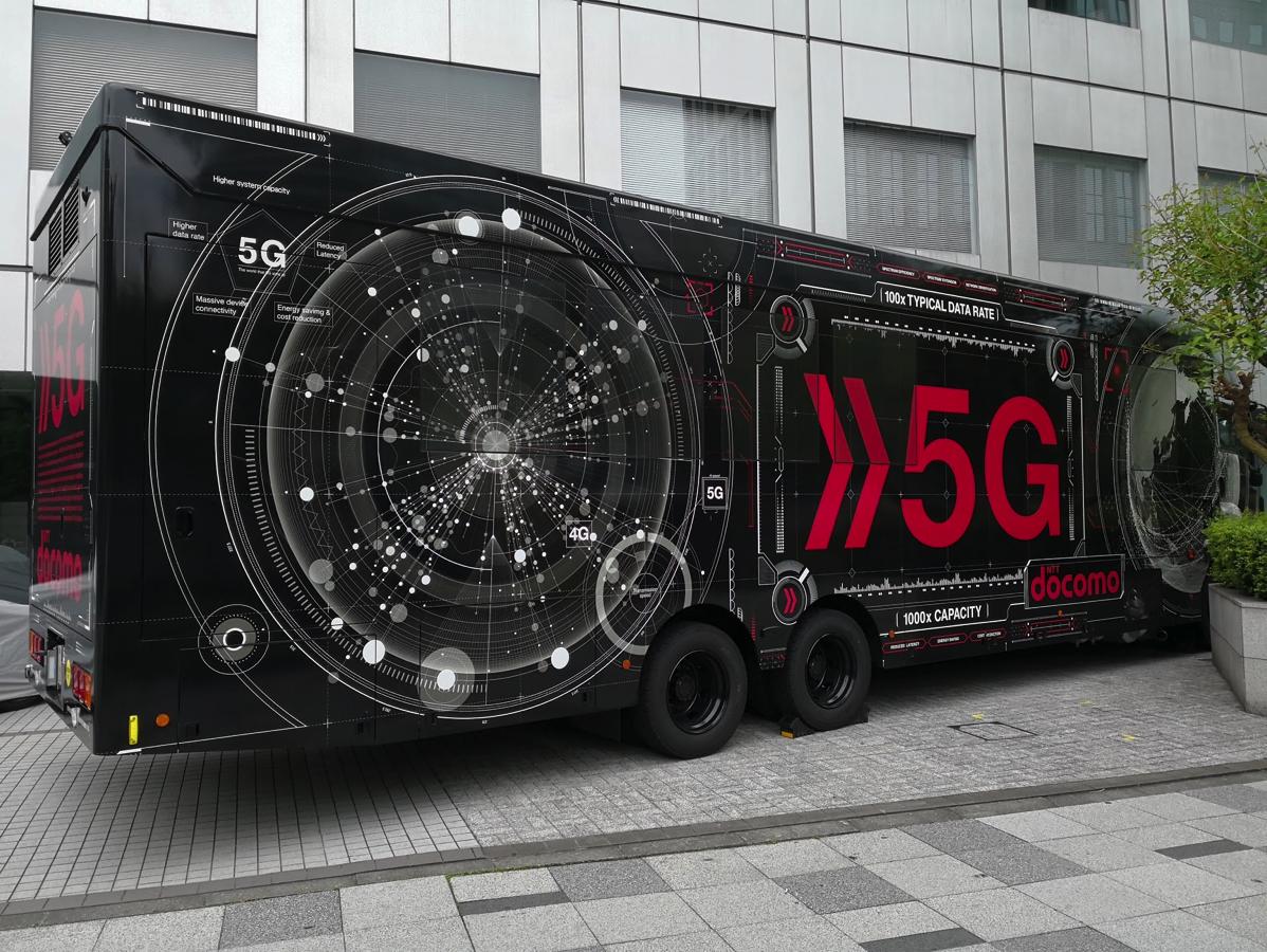 ドコモ5G デモバス