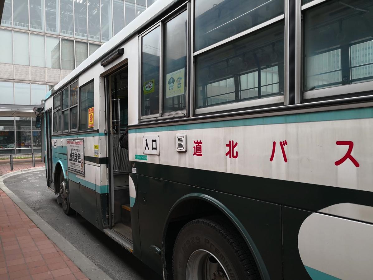 走行中の路線バスの車内で「デュアルリスニング」は厳しかった