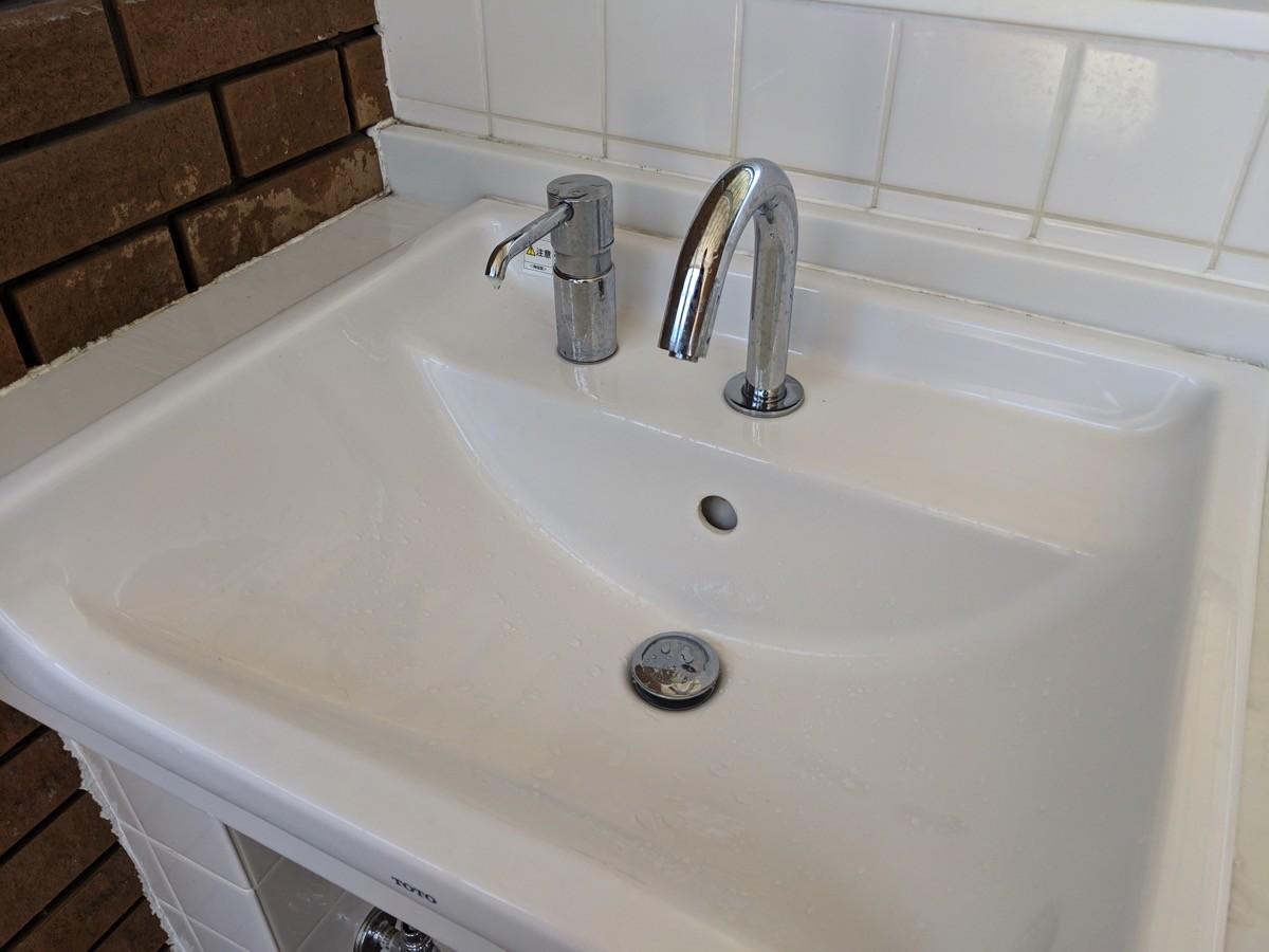 トイレの手洗い場にハンドソープがある