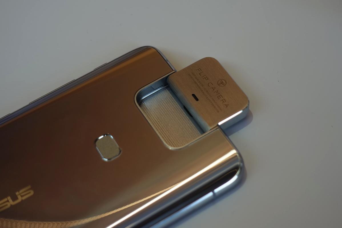 ZenFone 6:フリップカメラ