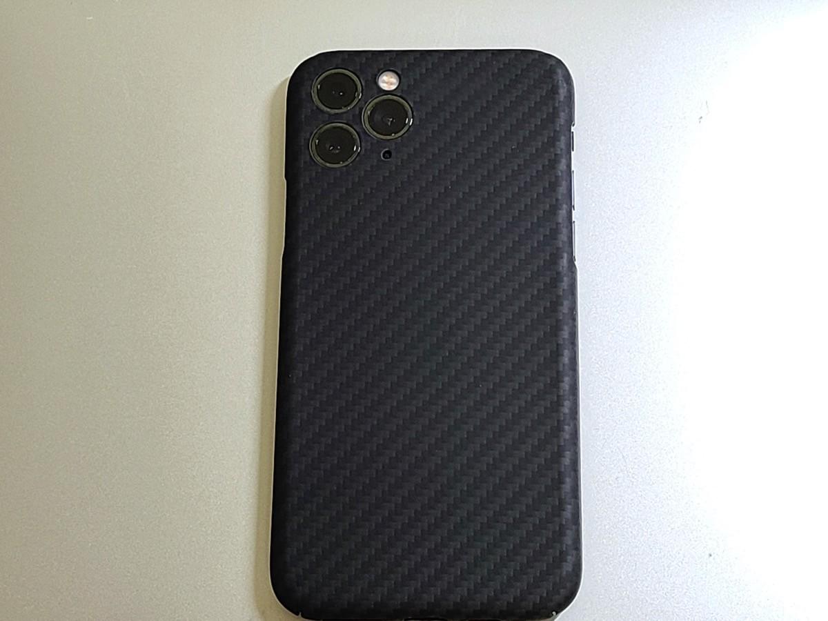 iPhone 11 Proのレンズ部をカバーが覆うデザイン