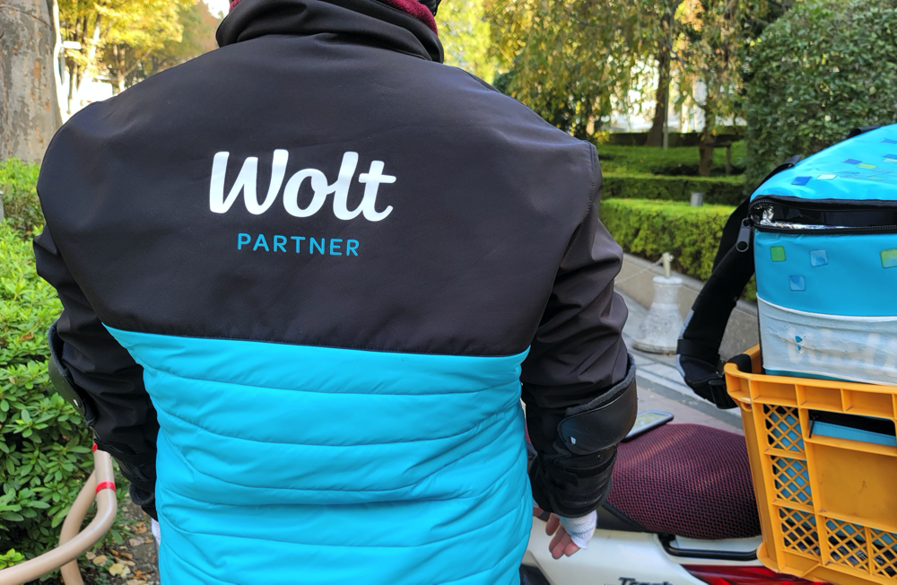 Woltの配達パートナーは制服着用可(貸与)