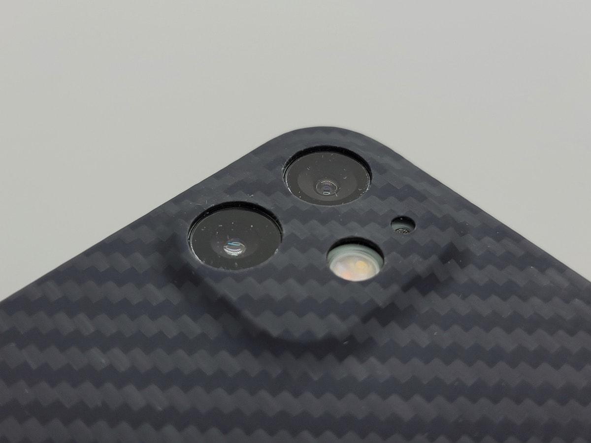 レンズの周囲を覆うデザイン
